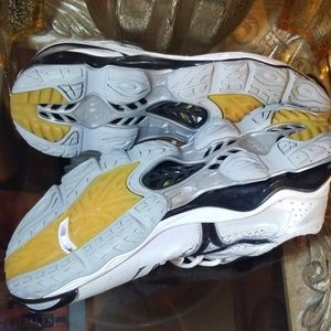 Mizuno Shoes - Mizuno Wave Tornado Sneakers